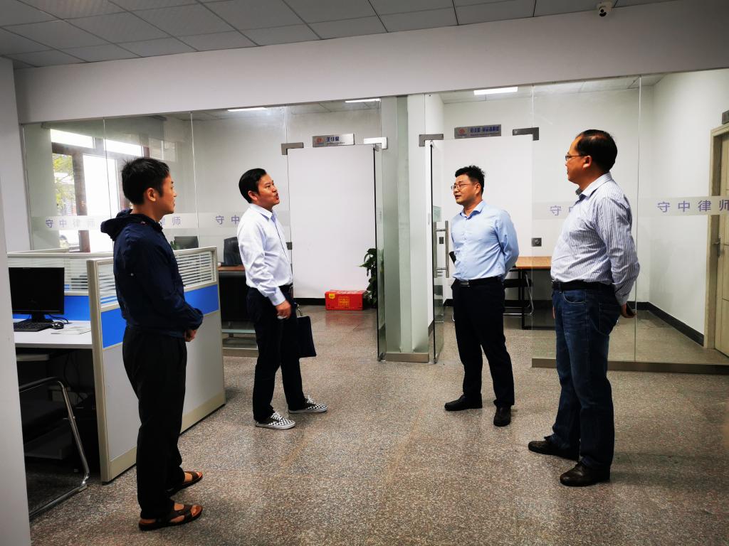 市司法局副局长、市律师行业党委书记刘文清一行到攸县调研律所工作